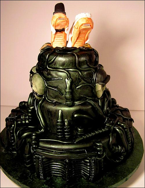 your dead - Page 2 Alien-Wedding-Cake