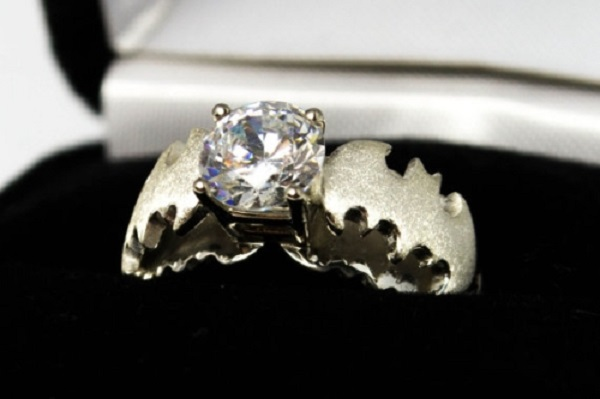 A Batman Themed Engagement Ring Other Geeky Rings Pic