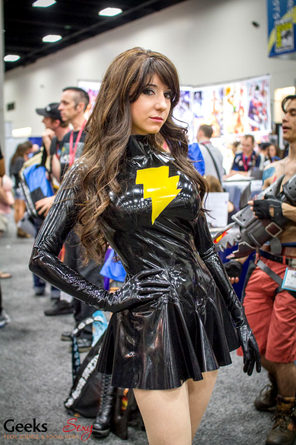 Evil Mary Marvel (Riddle's Messy Wardrobe) - SDCC 2014 - Geeks are Sexy
