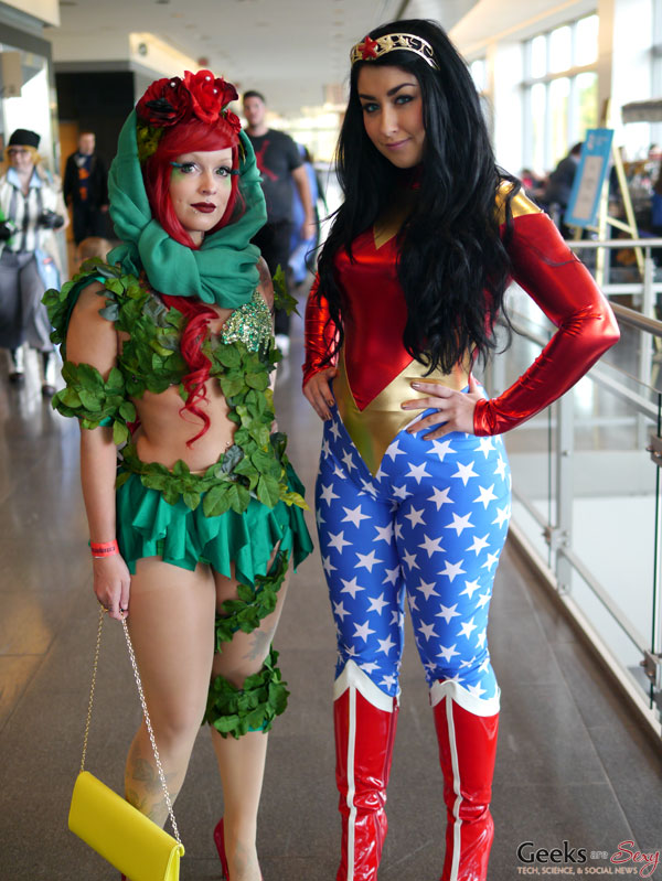poison ivy and wonder woman   quebec city comic con 2015